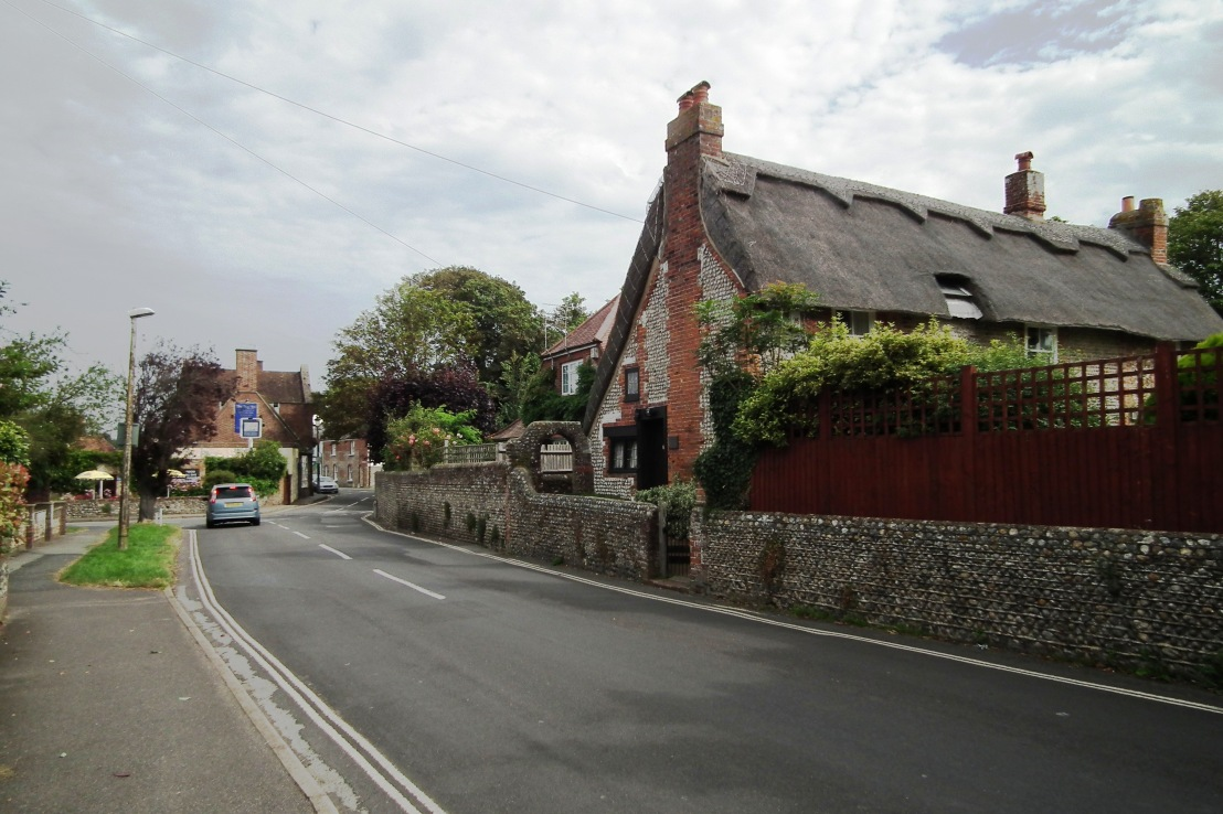 Felpham: Blake's cottage located on the right, Fox Inn at the end of he road